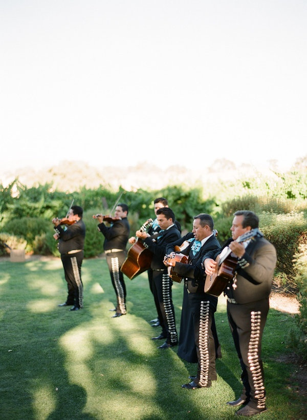 I want a mariachi & I want to be serenaded