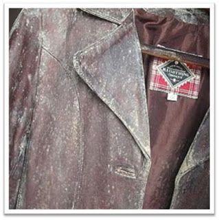 Friozinho à vista, hora de colocar casacos e jaquetas de couro para fora do armário. E para a maioria das pessoas também é hora de correr para internet e descobrir como acabar com o mofo ou eliminar o odor forte de guardado dos artigos de couro (bolsas, botas, calças, jaquetas) O mofo/bolor é causado por…