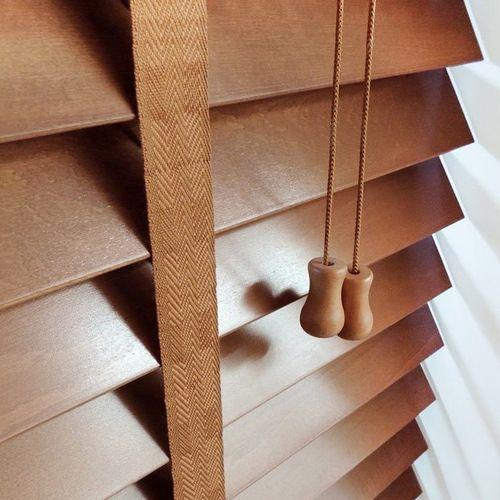 ταινία σε ξύλινες οριζόντιες περσίδες/tape in wooden blinds