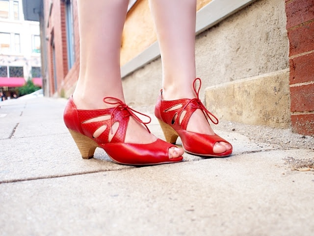 Thin and Curvy's red shoes