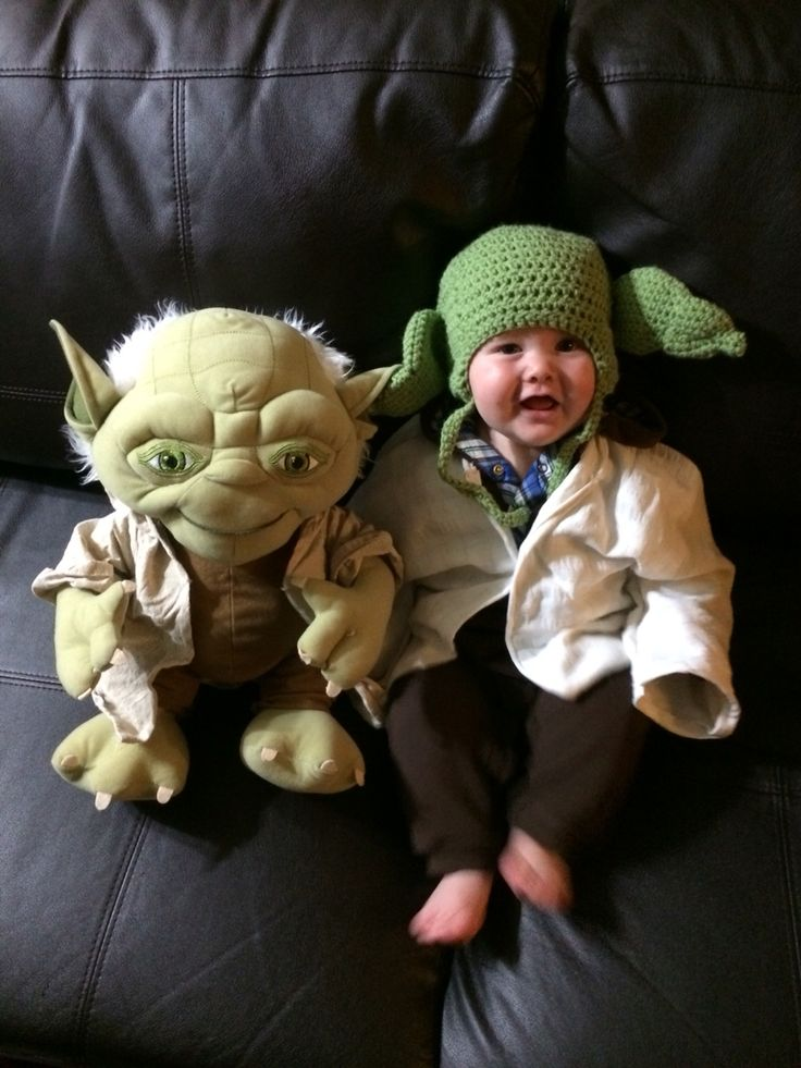 the 25 best baby yoda costume ideas on pinterest yoda halloween costume yoda halloween and. Black Bedroom Furniture Sets. Home Design Ideas