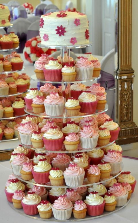 Odds 'n Ends - Cupcakes in different sizes for those guest who may not want a bigger dessert or those who are watching their weight.