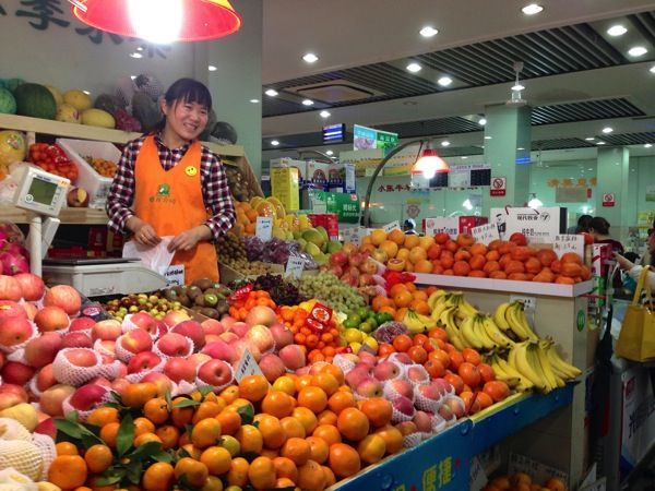 Go to a wet market and take-in the sights, smells, and sounds! #Shanghai #WetMarket #China