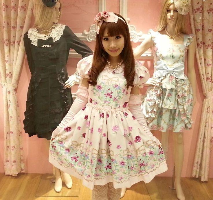 "•○~ Hime Gyaru, 姫ギャル, ""princess girl"" ♥ Jesus Diamante - floral dress - gloves - hair bow - roses - shop window - cute - kawaii - Japanese street fashion✮ ~•○"