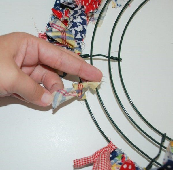 How to make a rag wreath step by step instructions step 2 tie the strips close to each other