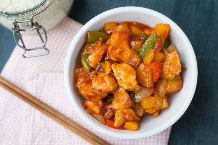 Van kinds af aan al favoriet: zoetzure kip. Voorheen gemaakt met kant-en-klare saus, nu helemaal from scratch. En mijn recept deel ik graag met jou.