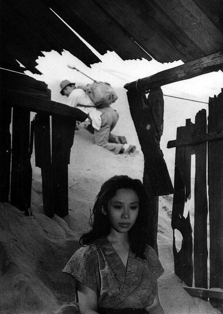 Kyôko Kishida in Kvinnan i sanden (1964)…