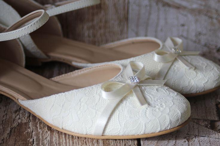 Flache Brautschuhe mit Spitze und Schleifchen                                                                                                                                                                                 Mehr