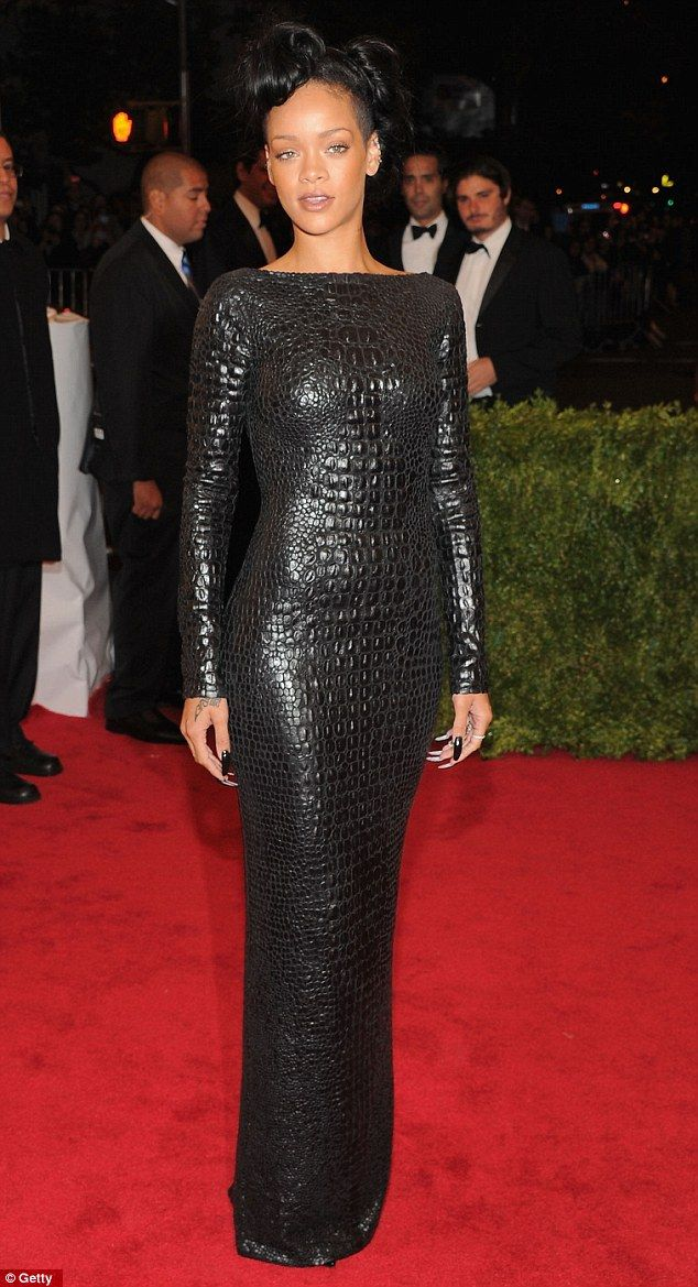 Normally I wouldn't like this. But Rihanna wears it well.