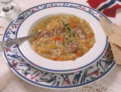 Yellow pea soup (ertesuppe)