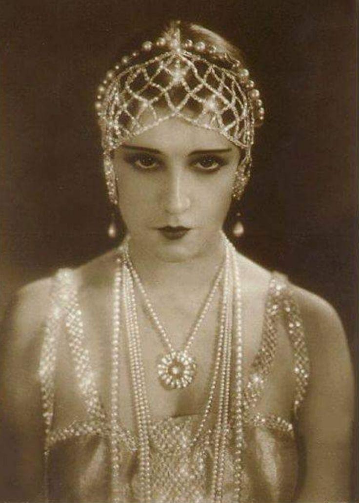 1920s Inspired Rhinestone Headwrap Bridal Hair Jewelry