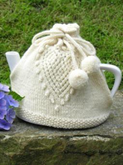 Love Tea Cosy - free pattern from woolandbutton.co.uk