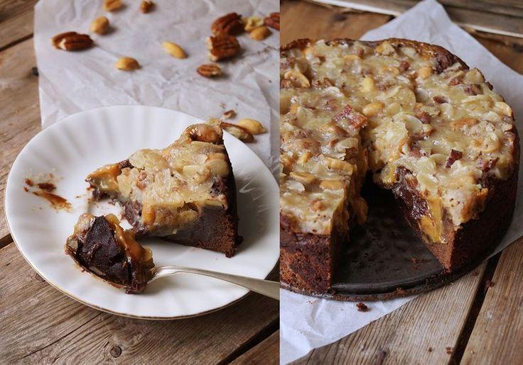 En kaka som är så syndigt kladdig och chokladig och frasig uppe på av tosca och diverse nötter.. Kan det ens bli annat än succé? Nix, denna kladdkaka är ilvsfarlig! :) Den är perfekt kladdig och det…