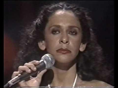 Confira 20 grandes sucessos desta que é uma das maiores e mais talentosas cantoras da música brasileira, dona de uma voz incrível: Gal Costa!