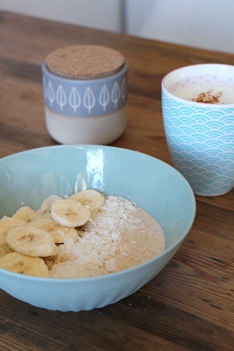 Kokos-Porridge mit Bananen (veganes Frühstück)