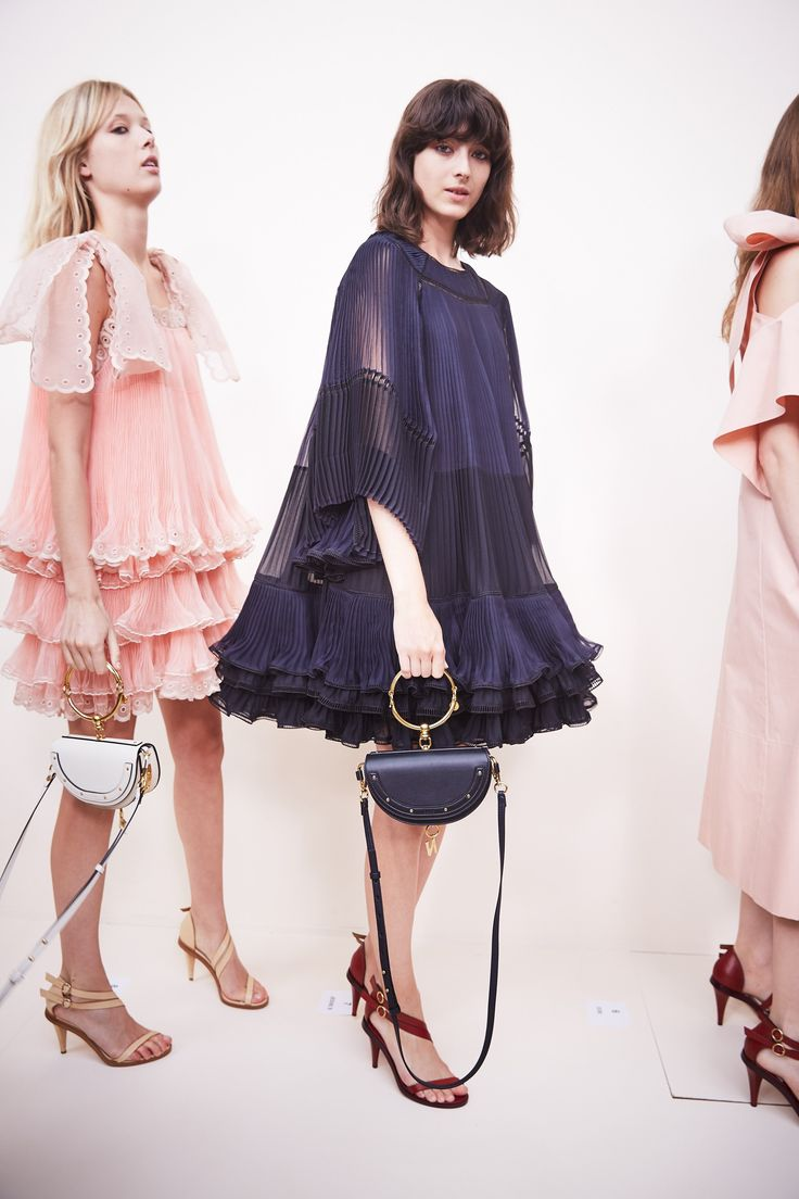 The Airy-Fairy Chloé Girl Gets Polished Up for Spring 2017 Photos | W Magazine
