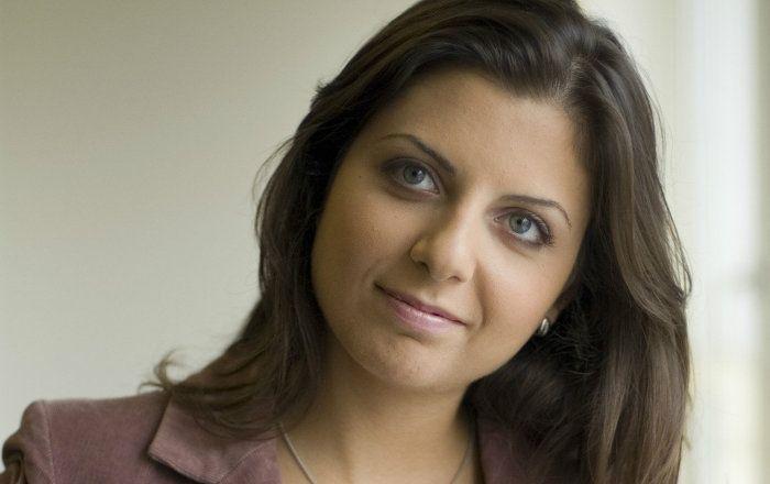 La rédactrice en chef Margarita Simonian a déclaré ne pas avoir été étonnée par le blocage de la page Facebook anglaise de RT. Elle estime que cela a été fait sur la requête de Radio Liberty, l'un des groupes financés par le département d'État américain.
