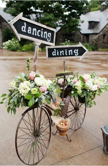 Origianli addobbi floreali su bicicletta