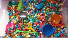 Idées que mettre dans les bacs sensoriels?  Blog Hop'Toys | Solutions pour enfants exceptionnels