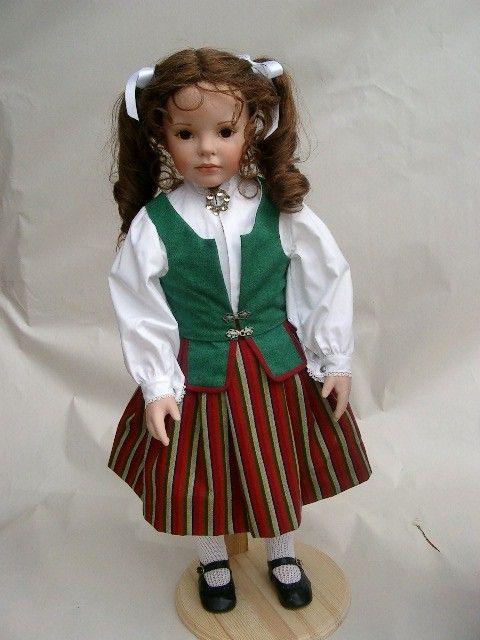 Dollmaker Brit-Danielle- everyday bunad
