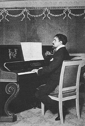 Reynaldo Hahn al piano (foto)