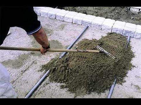 Укладка тротуарной плиткой своими руками. Хотите сделать красивые садовые дорожки на своем дачном участке? Тогда внимательно посмотрите это видео и, руководс...