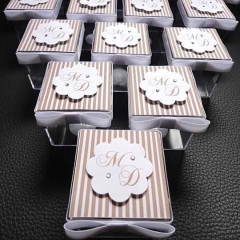 Caixinhas de acrílico para lembrancinha de casamento. #lembrançascasamento #caixinha #caixinhaacrilica #wedding #papelariapersonalizada