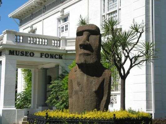 Museo Fonck in Vina del Mar with moiri from Easter Island