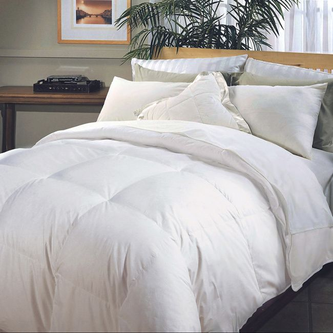 Enjoy a comfortable, sneeze-free night's sleep with this hypoallergenic hotel down comforter. A down-alternative fill provides allergen-free softness and warmth, while end-to-end box stitching ensures that the fill is spread evenly while you lie in bed.