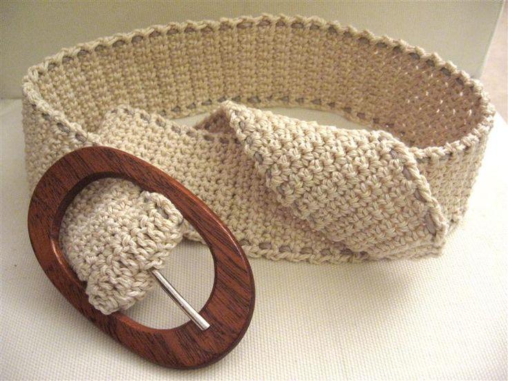 cintura all'uncinetto con vecchia fibbia in legno
