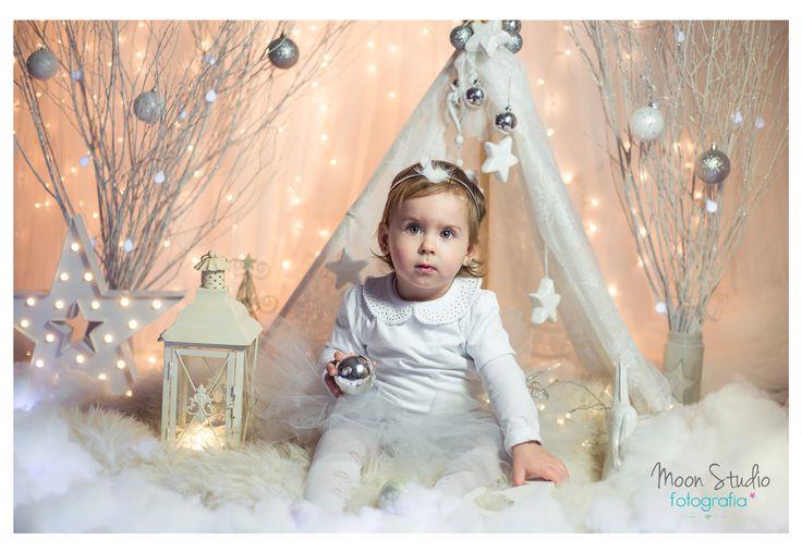 christmas mini session, girl, white christmas, snow, stars, lantern