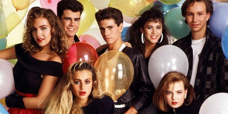 """Timbiriche es uno de nuestros grupos pop favoritos de los 90. Paulina, Sasha, Benny, Mariana, Alix, Diego, Erick y Thalía (y otros integrantes que llegaron a la banda tiempo después) sí que tenían el """"poder"""" de ponernos a bailar y cantar durante horas. De hecho, lo siguen teniendo.Para comprobar lo ante"""