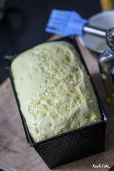 Endlich ein Rezept für ein glutenfreies Toastbrot, das auch noch am nächsten Tag genießbar ist und nicht komplett ausgetrocknet. Im Rezept stehen Optionen für vegan. Es ist sooooo gut, dass es möglicherweise den nächsten Tag nicht überlegt.