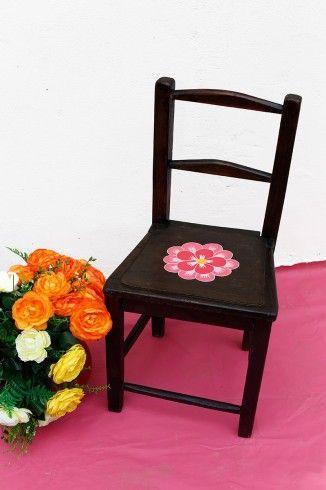 Su origen es desconocido, pero hoy ha sido renovada en la Santa Gana y los revoluciona a todos en la pulpería.  #silla: $35.000