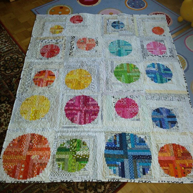 Finished bee quilt. Pattern by @aylin.nilya. pieced and longarm quilted by @raven2006