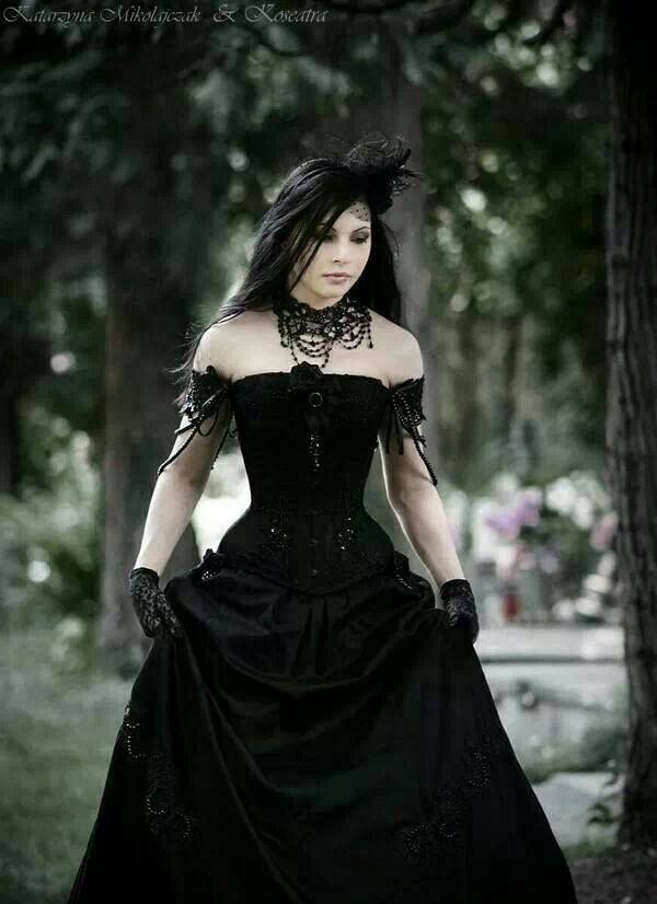 Best 25+ Gothic wedding dresses ideas on Pinterest | Gothic ...
