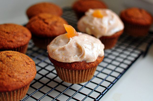 GINGERBREAD CUPCAKES WITH CARDAMOM CREAM CHEESE FROSTING by ...