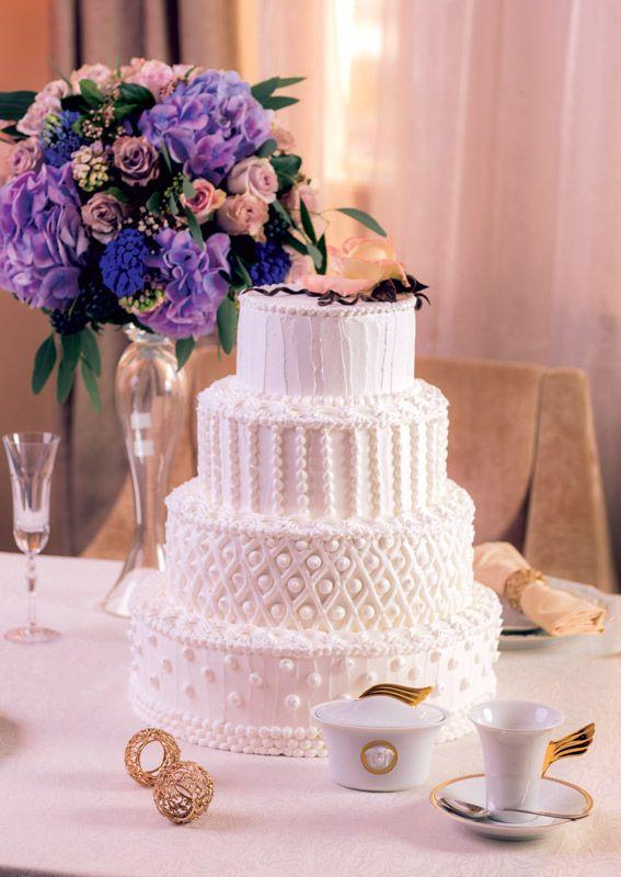 Мягкая классика свадебного торта