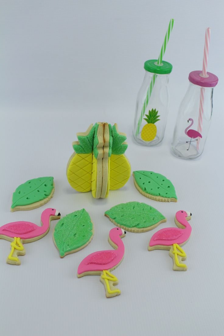 3D pineapple cookie - decorate cookies with fondant - precolored fondant - Satin Ice - how to use fondant - easy cookie tutorial