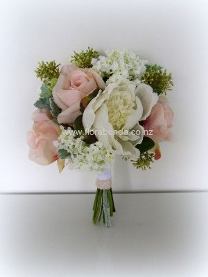 Pink and Ivory romantic posy image