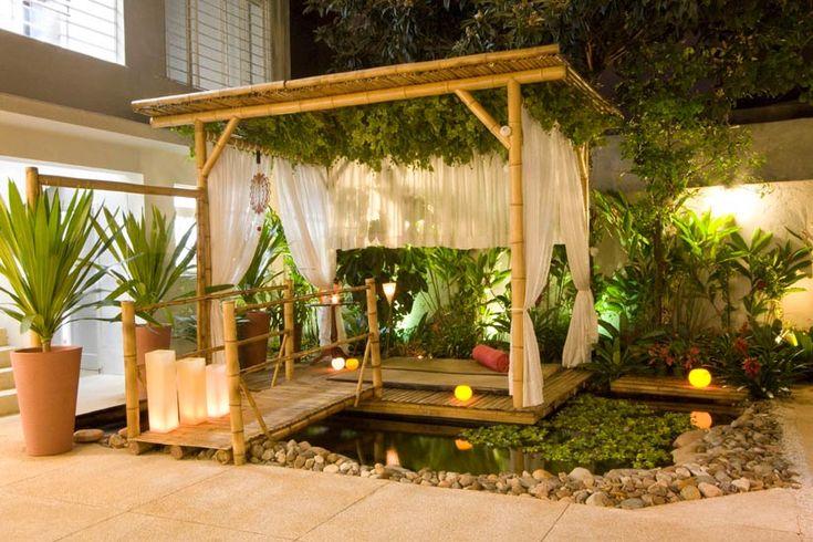 O projeto do gazebo idealizado pela empresa Carbono Zero, usou estruturas de bambu para sustentação, bambu cana-da-índia para sombrear e réguas de bambu para revestir o piso do deck.