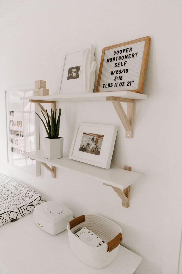 geschlechtsneutral Minimal Boho Nursery – weißer minimalistischer Boho-Kindergarten mit Kaktuskorbdetails #nurseryideas #nurserydecor