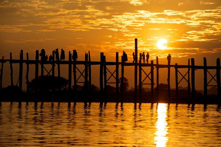 The U Bein Bridge in Amarapura, near Mandalay, Myanmar, January 2012. photo © James Duncan Davidson. / http://www.yatzer.com/duncan-davidson-photography