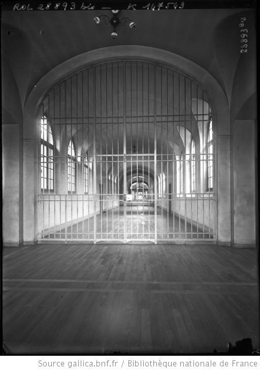 [24-4-13] Fresnes [une grande porte avec des barreaux de la prison] : [photographie de presse] / [Agence Rol] - 1