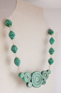 This necklace takes inspiration from the Malachite, a beautiful green mineral, and from its stunning colors. We love to be influenced by the nature!