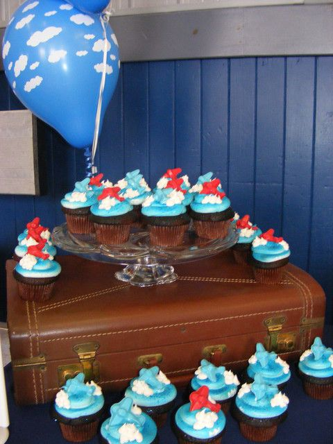 Cucpakes at an Airplane Party #airplane #partycupcakes