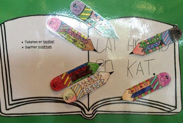 """Elevernes fremskridt bliver synlige med et skrivekursus, hvor alle forbedrer sig uanset udgangspunkt og forudsætninger """"Hvad har du lavet i weekenden?"""". Sådan lyder det enkle spørgsmål, som elever fra børnehaveklassen på Skovlyskolen skriver ud fra hver mandag i 20 uger. Formålet er at udbygge elevernes værktøjskasse til skrivning med små og store bogstaver, vokaler, konsonanter [...]"""