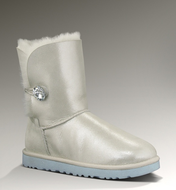 UGG Wedding Boots great for an outdoor winter or fall wedding!