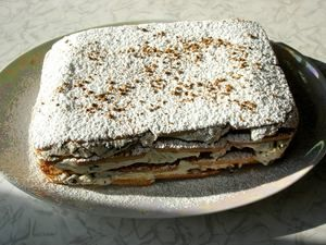 Фото к рецепту: Торт творожно-кофейный с черносливом (без выпечки)
