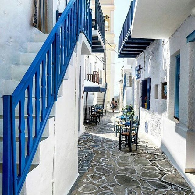 Kimolos island...There is some Peace for your Soul in those alleys Thank you so much @little_hottie_mints for all these great shots #greece #alley #street #white #island #islands #greek #magic #athensvoice #breathtaking #beauty #beautiful #kimolos #village #grecia #sunny